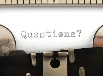 Questions title on the typewriter